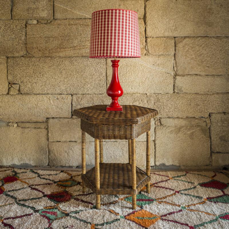 lampara mesa, lampara roja. lámpara cerámica